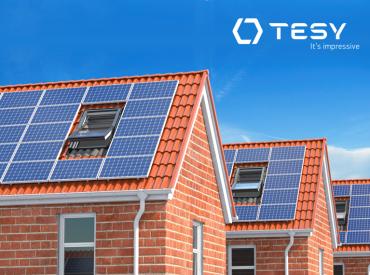 Combinar aerotermia con un sistema de energía solar fotovoltaica de autoconsumo es una de las mejores alternativas para mejorar la sostenibilidad en la vivienda, la eficiencia energética y conseguir un mayor ahorro energético en el hogar. Como sabes, tanto la aerotermia como las placas fotovoltaicas proporcionan energía limpia y renovable (del aire y del sol, […]